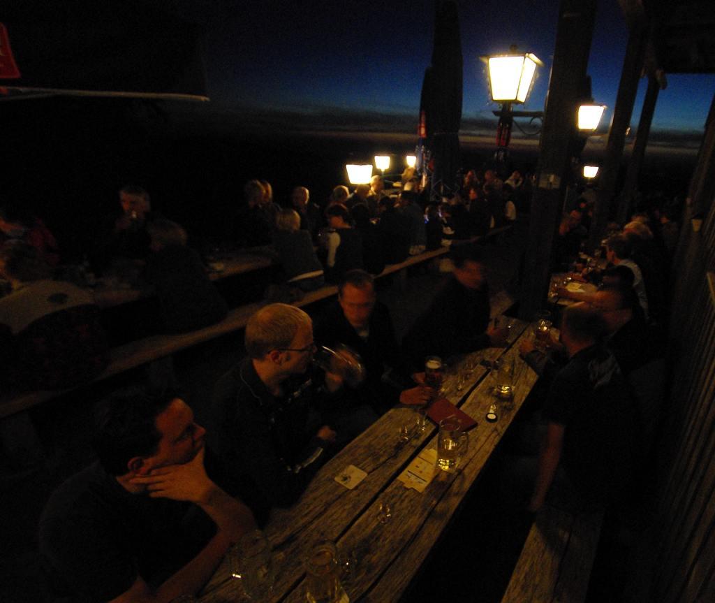 Sommernachtsstimmung auf der Terrasse