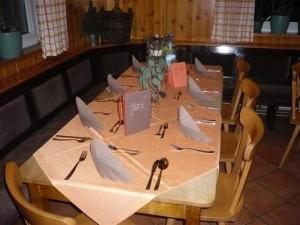 Festlich dekorierter Tisch zu Silvester